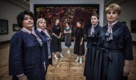 Виктория Андреянова одела сотрудников Третьяковской галереи
