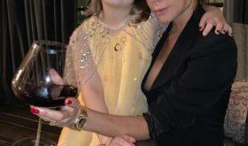 7-летняя Харпер Бекхэм дает своей матери Виктории модные советы