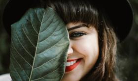 5 способов сделать зубы белее, не прибегая к отбеливанию