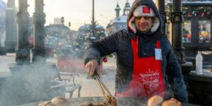 Черные чебуреки, «Привет из СССР» и европейские сладости: что попробовать на фестивале «Путешествие в Рождество»