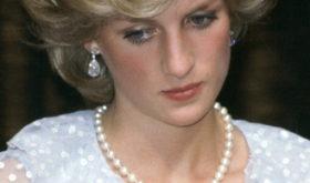 Биограф принцессы Дианы объяснил, почему она часто появлялась на публике с опущенной головой