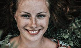 Поцелованные солнцем: 5 масок от веснушек