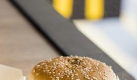Другие новости: отель-вертолет, университет гамбургерологии и картина, которая самоуничтожилась