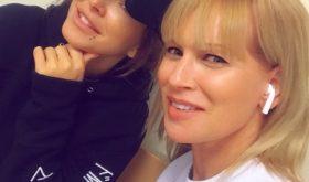 Олеся Суздиловская показала честное селфи с Ани Лорак без «кино-сценического грима»